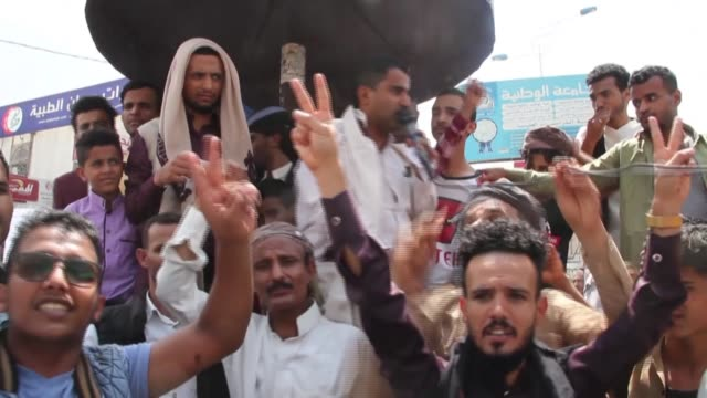 vídeos de stock e filmes b-roll de yemenis protest against the uaeisrael deal normalising relations in the city of taez southwest of the wartorn country - southwest usa