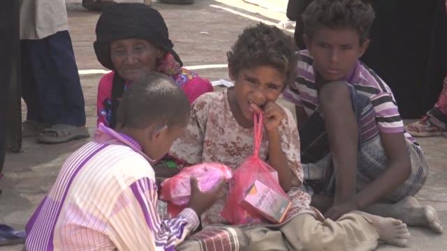 yemenis receive treatment at a cholera treatment centre in khokha - vibrio stock videos & royalty-free footage