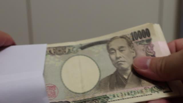 vidéos et rushes de 100 000 yens monnaie japonaise - symbole du yen