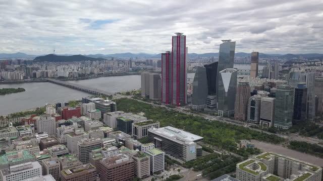 vídeos y material grabado en eventos de stock de yeouido financial district next to han river / yeongdeungpo-gu, seoul, south korea - edificio financiero