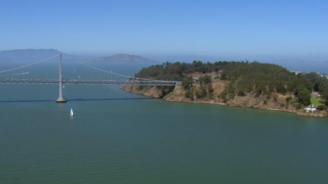 yerba buena island and bay bridge - 北半球点の映像素材/bロール