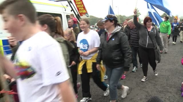 yes campaigners marched thursday through the streets of a poor district of edinburgh towards the local polling station led by a traditional piper - 2014 scottish independence referendum stock videos & royalty-free footage