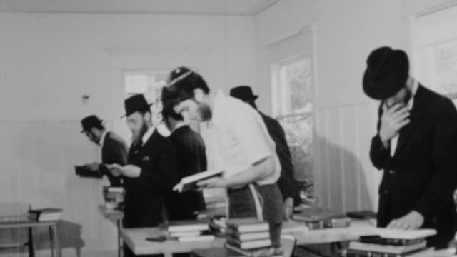 stockvideo's en b-roll-footage met yeshiva students deep in prayer at the chabad house at the university of washington / close up of rabbi samuels / religious prayer at chabad house on... - universiteit van washington