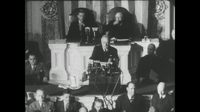 vídeos y material grabado en eventos de stock de yesterday december 7th 1941—a date which will live in infamy—the united states of america was suddenly and deliberately attacked by naval and air... - franklin roosevelt