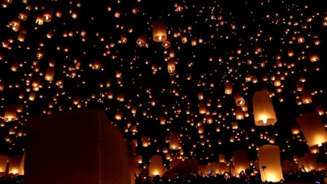 yi peng o yee peng, provincia di chiang mai, thailandia - lanterna attrezzatura per illuminazione video stock e b–roll