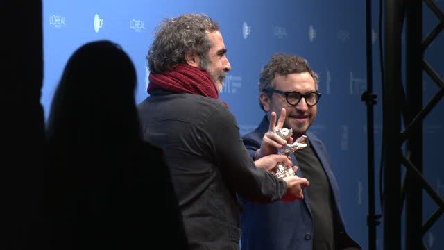 """yibran asuad and alonso ruizpalacios , winner of the silver bear for outstanding artistic contribution for their movie """"una película de policías""""... - celeb stock videos & royalty-free footage"""