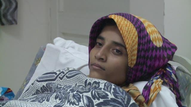 yibuti una pequena nacion de unos 800000 habitantes da refugio a miles de yemenies que huyen cada dia de los bombardeos cruzando la aguas del... - estrecho stock videos and b-roll footage