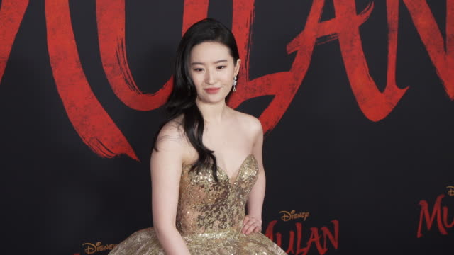 stockvideo's en b-roll-footage met yifei liu at the world premiere of disney's mulan on march 09 2020 in hollywood california - première