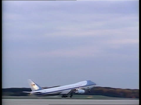 stockvideo's en b-roll-footage met yitzhak rabin assassination us air force one takes off en route israel pan lr - yitzhak rabin