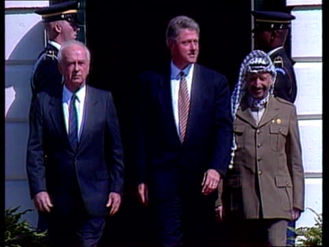 stockvideo's en b-roll-footage met yitzhak rabin assassination us pool washington dc israeli pm yitzhak rabin arrives at white house and poses with arafat and clinton at peace... - yitzhak rabin