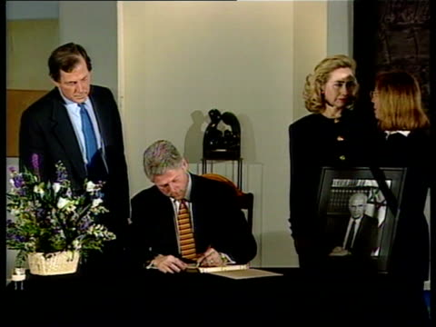 stockvideo's en b-roll-footage met washington dc pres bill clinton along with wife hillary pan lr as en route to yitzhak rabin's funeral cms side former us pres george bush along pan... - yitzhak rabin