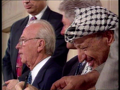 stockvideo's en b-roll-footage met yitzhak rabin assassination us pool washington dc rabin signs recent agreement with palestinians as shakes arafat us pool usa washington dc ext cms... - yitzhak rabin