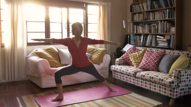 stockvideo's en b-roll-footage met yoga at home - mature adult