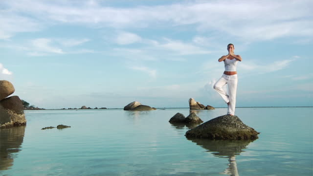 Yoga at the beach (HD 1080)