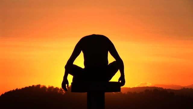 hd: yoga at the sunset - lotusställning bildbanksvideor och videomaterial från bakom kulisserna