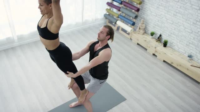 Yoga nos trae más cerca juntos