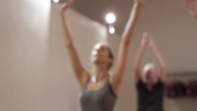 stockvideo's en b-roll-footage met yoga class with healthy older adults and retired people in a studio - menselijke arm