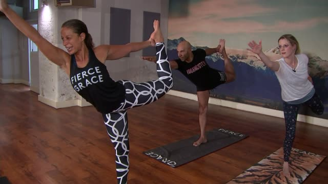 goldie on his 'yogangster' project england london int goldie yoga teacher and sally williams doing hot yoga in studio various of goldie and reporter... - relaxation exercise stock videos & royalty-free footage