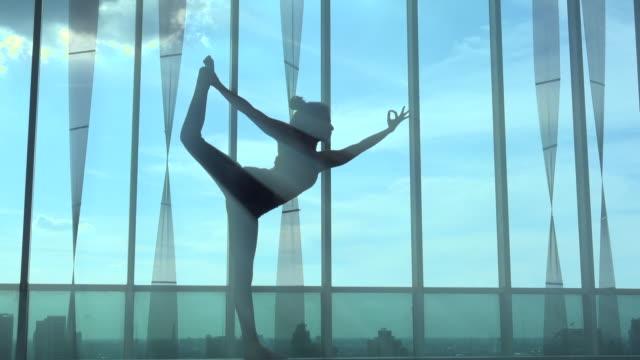 Yoga op gebouw