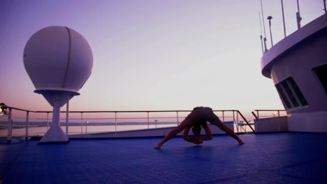 stockvideo's en b-roll-footage met yoga on ship - prasarita padottanasana back view - menselijke rug