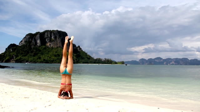 Yoga on the beach (HD)