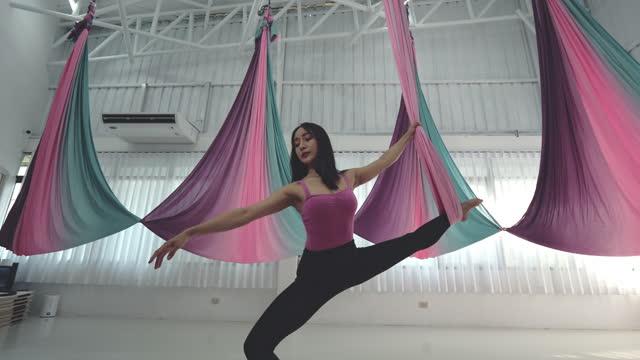 yoga room , pilates - plank stock videos & royalty-free footage