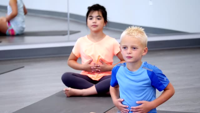 yoga students learn breathing exercises - espirare video stock e b–roll