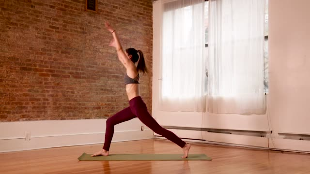 yoga - pilates stock-videos und b-roll-filmmaterial