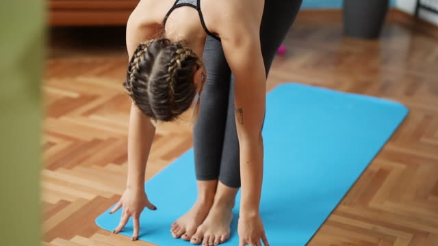 yoga - schneidersitz stock-videos und b-roll-filmmaterial