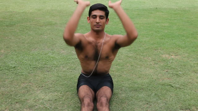 vídeos de stock, filmes e b-roll de a ioga - boa postura