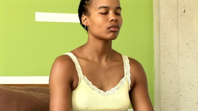 yoga - 胡坐点の映像素材/bロール