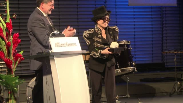 stockvideo's en b-roll-footage met yoko ono the japanese artist and widow of john lennon on thursday won a prestigious german prize for her lasting artistic and peace promoting... - weduwe