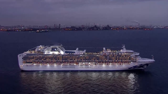 health officials here quarantined a cruise ship carrying 2,666 passengers and 1,045 crew members after authorities in hong kong said a passenger who... - クルーズ船点の映像素材/bロール