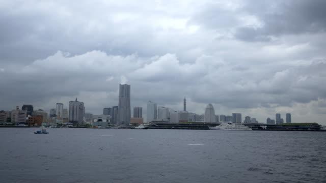 vídeos de stock e filmes b-roll de yokohamaminatimirai cloud time lapse - embarcação comercial