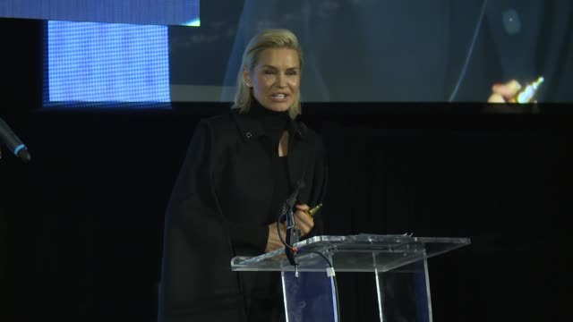 SPEECH – Yolanda Hadid accepts award for Gigi Hadid talks about the questions she asks her daughters at Pencils of Promise Annual Gala at Central...