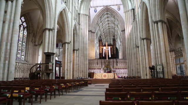 stockvideo's en b-roll-footage met york, interior view, the ceiling of th york minster cathedral - kerk