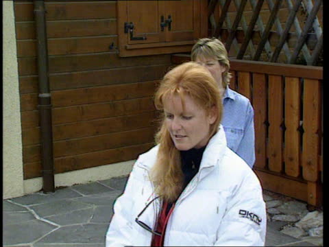 a)nat switzerland: verbier: duchess of york towards out of chalet pull out and zoom in as speaks to press sot - that is understatement of course its... - 離婚点の映像素材/bロール