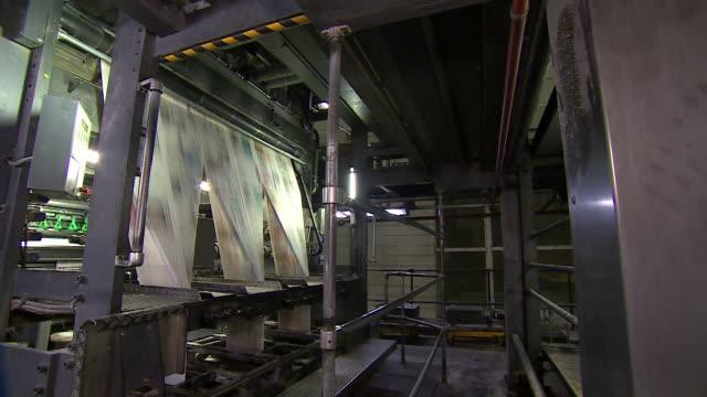 vídeos y material grabado en eventos de stock de yorkshire post newspaper printing press printing the regional newspaper in leeds - periodismo