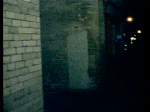"vídeos de stock e filmes b-roll de yorkshire ripper trials; england: bradford night: girl r-l tilt ""lumb lane"" car lights towards ekta: 16mm: harding: 9ft : 14secs:... - yorkshire"