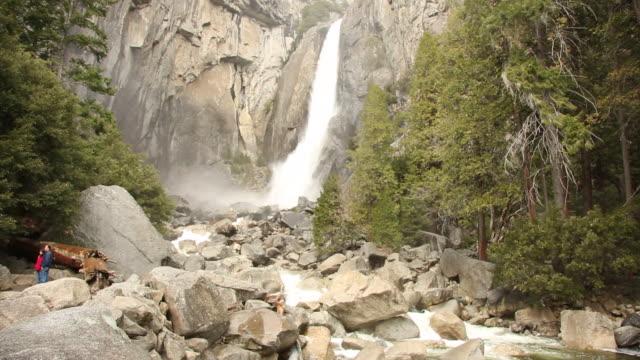 yosemite falls flowing in the heart of yosemite village during winter. - yosemite nationalpark bildbanksvideor och videomaterial från bakom kulisserna