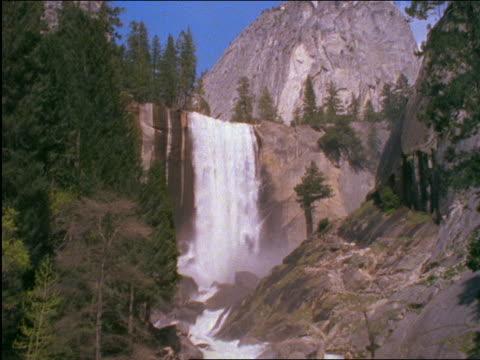 stockvideo's en b-roll-footage met yosemite falls / yosemite national park, california - 2001