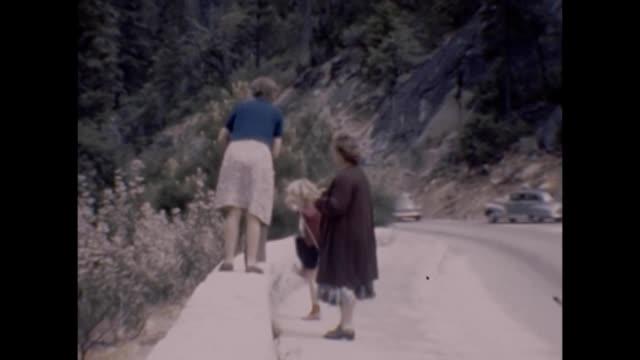 1947 yosemite family and falls - yosemite nationalpark bildbanksvideor och videomaterial från bakom kulisserna
