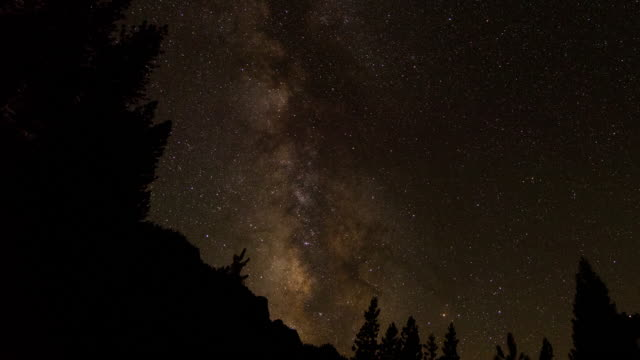 vídeos de stock, filmes e b-roll de yosemite milky way time lapse in dolly motion - condado de mariposa