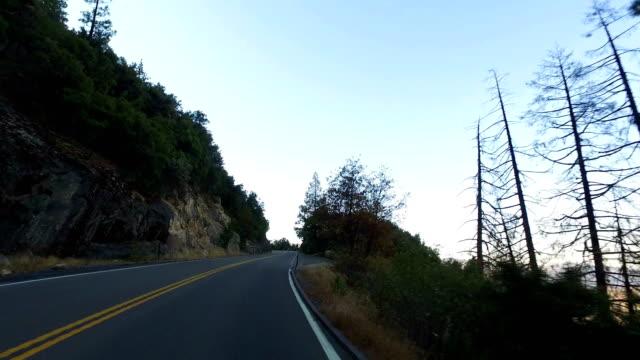 yosemite-nationalpark: fahren - merced fluss stock-videos und b-roll-filmmaterial
