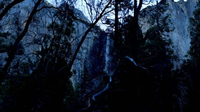 yosemite-nationalpark: bandfall - merced fluss stock-videos und b-roll-filmmaterial
