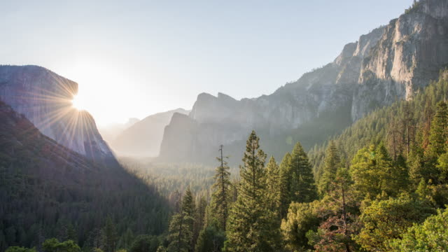 yosemite sunrise timelapse - yosemite nationalpark stock-videos und b-roll-filmmaterial