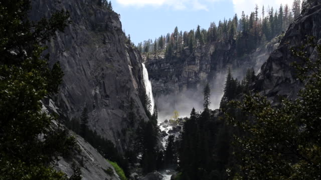 yosemite_waterfall - yosemite national park stock-videos und b-roll-filmmaterial