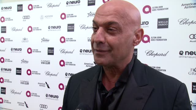 vídeos de stock, filmes e b-roll de interview yossi dina on the event and on elton john at the 23rd annual elton john aids foundation academy awards viewing party sponsored by chopard... - festa do oscar