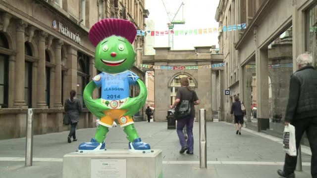 you bet were ready declared glasgows council leader as the scottish city once again welcomed the world to the banks of the river clyde for the 20th... - commonwealth games stock videos & royalty-free footage
