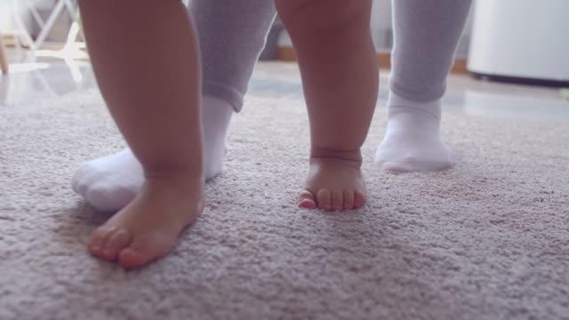 vidéos et rushes de vous pouvez toujours compter sur maman pour le soutien - moquette